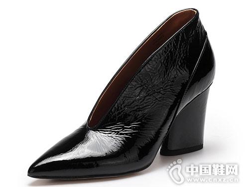 2018新款VME舞魅尖头粗高跟V口女单鞋