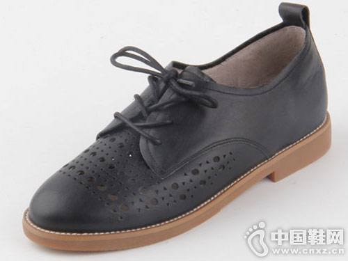 仙妮特春秋小白鞋镂空单鞋 休闲、舒适
