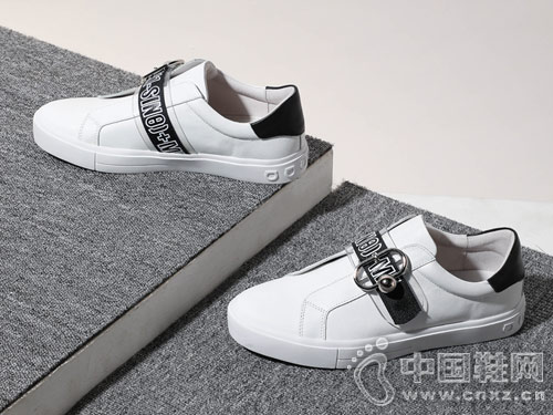 2019?#26477;?#26032;款St&Sat星期六小白鞋
