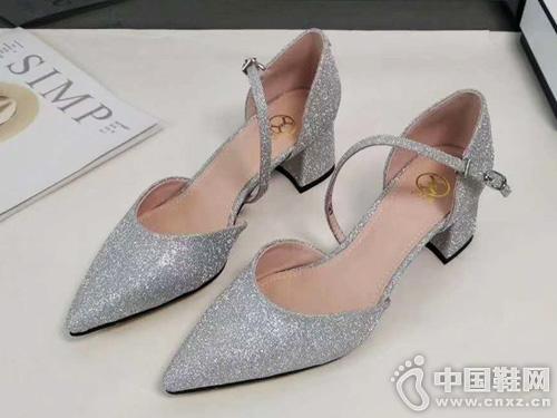EM易美时尚品牌19新款凉鞋