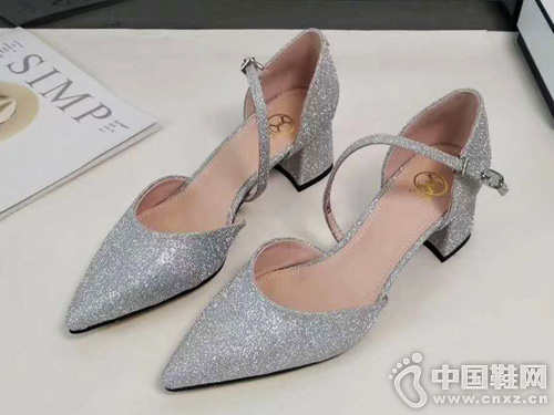 EM易美時尚品牌19新款涼鞋