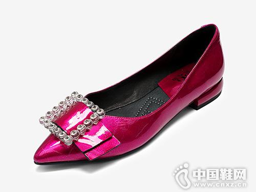 2019歐羅巴玫紅色粗跟低跟單鞋女款