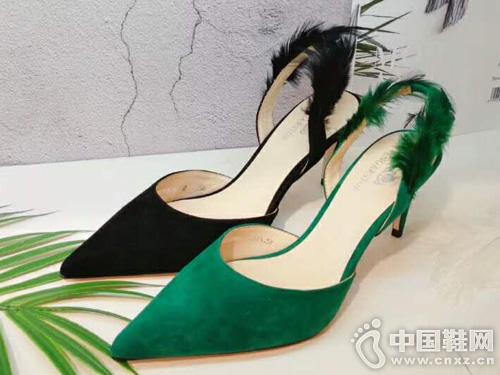 英加度2019女鞋新品厚空涼鞋