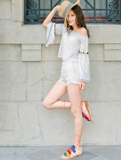 张予曦总是能穿出很品味的衣服和鞋子,这次的鞋子也没有让人失望。