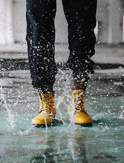 适合下雨天的运动鞋防水推荐!终于敢穿着自己爱鞋在雨中漫步了