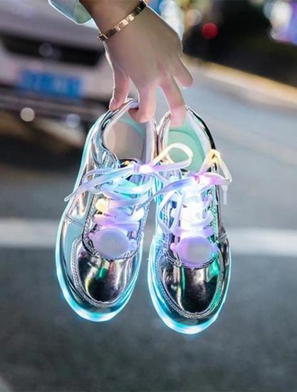 鞋子有这几个特点看起来就很廉价感,土气也不好搭衣服,最好别穿