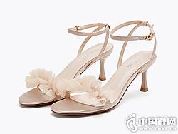 依思q2019夏季新款搭配裙子的凉鞋