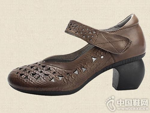 相伴手工复古真皮女鞋时尚中粗跟镂空凉鞋