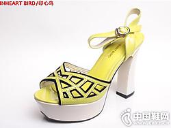 印心鸟夏季时尚防水台漆皮拼色镂空凉鞋