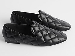 ZARA-新款黑色绗缝设计平底莫卡辛鞋船鞋