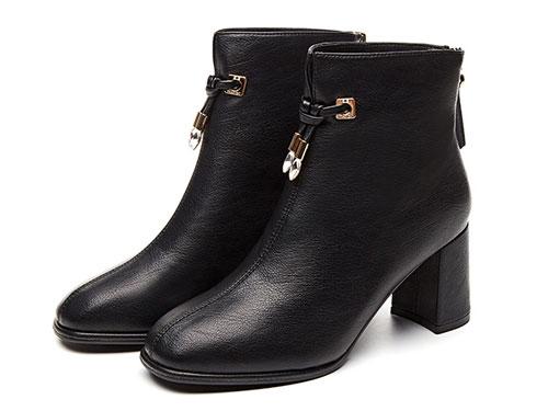 巨圣女靴2019新款短靴春秋单靴英伦风马丁靴