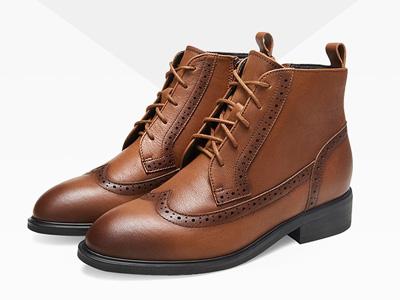 Bata2019冬季新款女英倫風真皮短靴