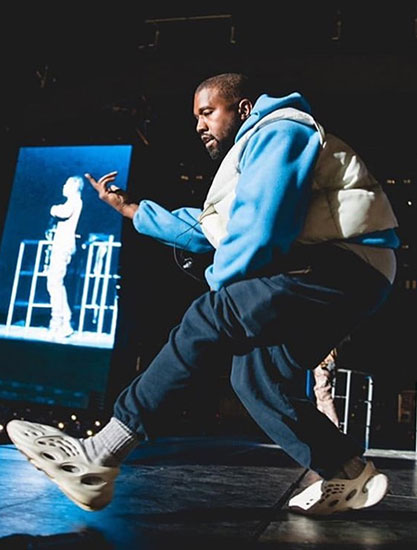 Kanye West 上脚 Yeezy Foam Runner