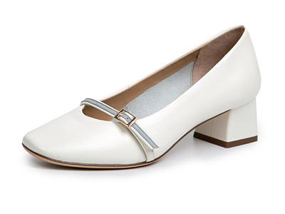 千百度女鞋2020春季新品撞色条带单鞋