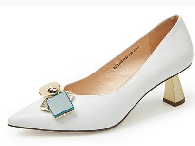 伊伴2020新款羊皮几何饰扣金属异形跟高跟鞋