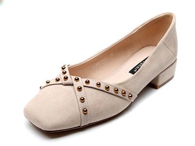 月芽兒粗跟單鞋春季新款方頭鉚釘復古女鞋