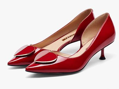 莎莎苏2020春新款时尚尖头单鞋女红色小猫跟