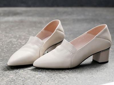 漫沙洛2020新款夏季百搭粗跟春款尖头浅口鞋