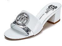VME舞魅圓頭露趾鑲鑽飾扣粗中跟涼拖鞋