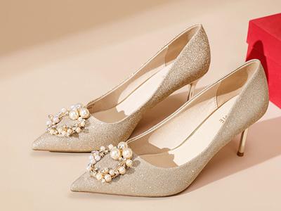 达芙妮女鞋2021年秋冬新款尖头细跟高跟鞋