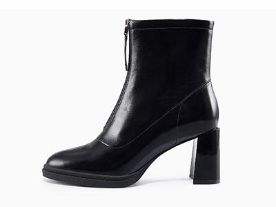 哈森-2021冬季新款女靴牛皮革简洁百搭粗跟短靴